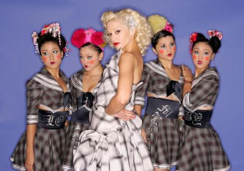 gwen-stefani-harajuku-girls-2004-7